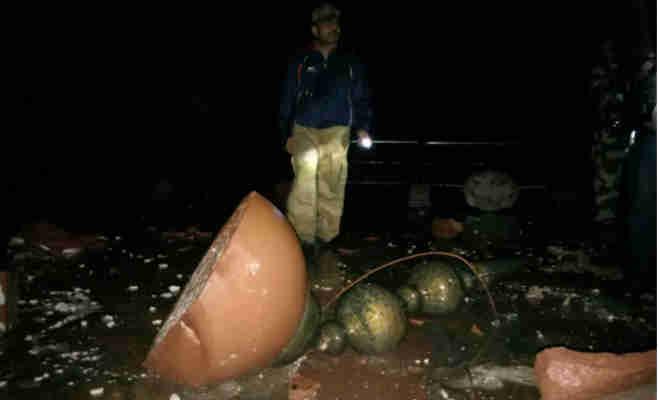 तेज बारिश व तूफान से ताजमहल परिसर में नुकसान,एंट्री गेट पर पिलर का हिस्सा टूटा