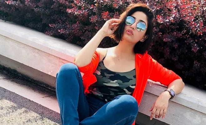 यामी गौतम की बहन सुरीली को पैंट पहनने कि वजह से रेस्त्रां में नहीं मिला खाना