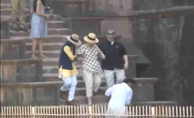 mp में सैंडिल की वजह से कुछ ऐसे सीढ़ियों से फिसलीं हिलेरी क्लिंटन,जानें क्यों आईं वो भारत