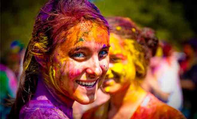 होली पर त्वचा और बालों की ऐसे करें सुरक्षा,इन 5 तरीकों से मिनटों में छुड़ाए रंग