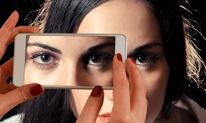 मूवी कैमरा बनाने वाली कंपनी लाई है ऐसा फोन,जो किसी ने सपने में भी नहीं सोचा था।