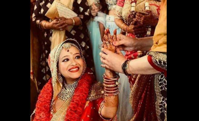 मिथुन के बेटे मिमोह ने गर्लफ्रेंड मदालसा संग रचाई शादी,अब सामने आई वेडिंग की खूबसूरत तस्वीरें