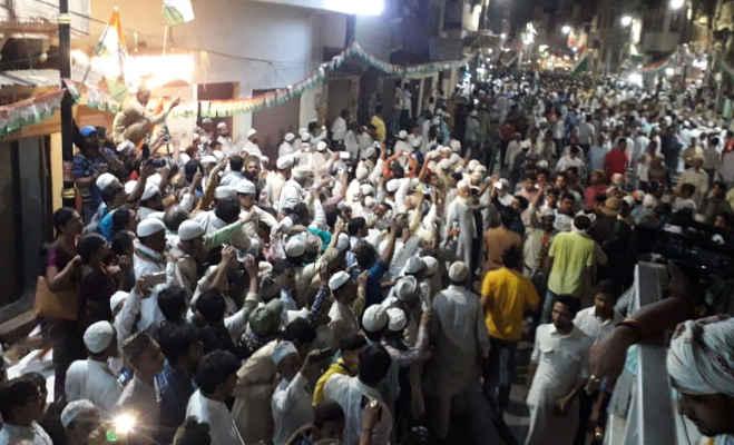 लोकसभा चुनाव 2019 : प्रियंका गांधी का वाराणसी में दिखा करिश्मा,तस्वीरों में देखें रोड शो का नजारा