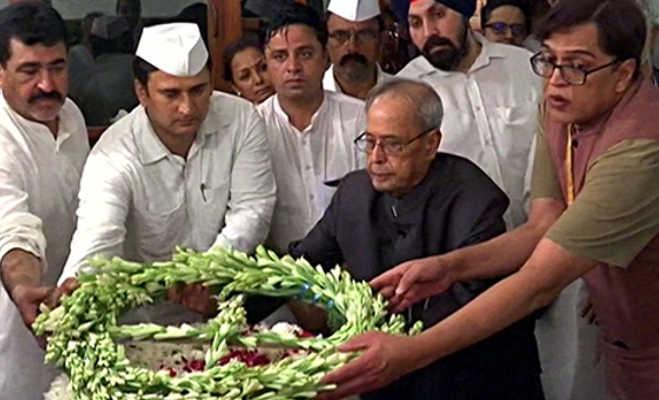 शीला दीक्षित के निधन से दुखी राहुल-प्रियंका,तस्वीरों में देखें अंतिम दर्शन के लिए पीएम मोदी समेत पहुंचे ये राजनेता