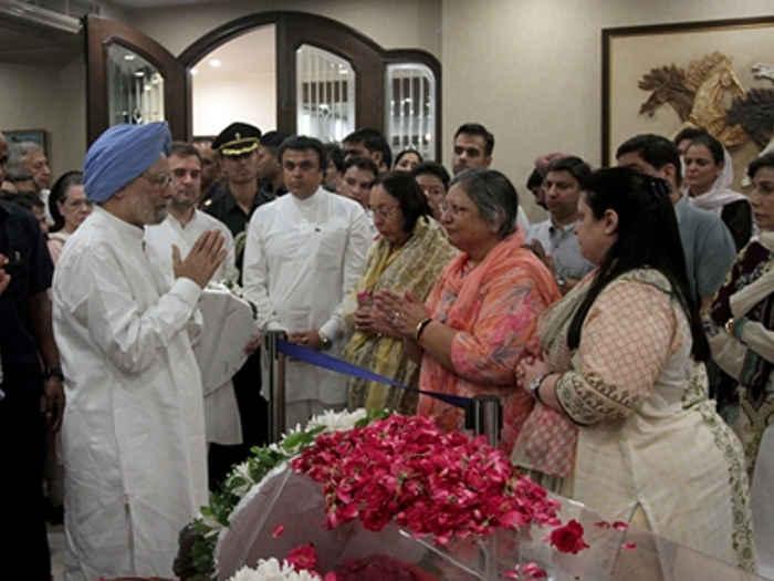 अरुण जेटली के लिए हर आंख हुई नम,तस्वीरों में देखें राष्ट्रपति से लेकर पूर्व पीएम तक करने पहुंचे अंतिम दर्शन