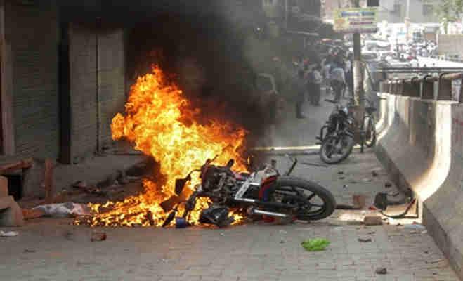 एससी/एसटी एक्ट: हिंसक होते भारत बंद में दो लोगों की मौत कई घायल,तस्वीरों में देखें कई राज्यों के बिगड़े हालात