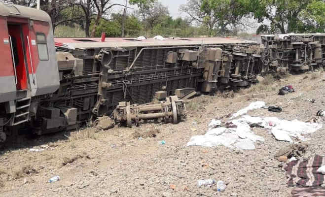 हावड़ा-नई दिल्ली पूर्वा एक्सप्रेस हादसा : जब सीट से नीचे गिरे यात्री,देखें हादसे की तस्वीरें