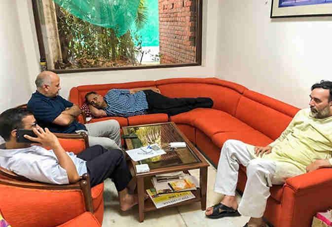 छठे दिन भी CM केजरीवाल का धरना जारी, रविवार को PM निवास घेरने की तैयारी