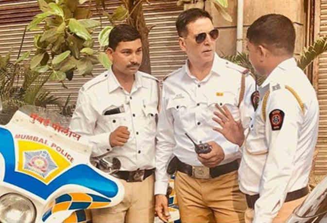 अक्षय कुमार को इस वजह से जिंदगी में पहली बार पहननी पडी़ ट्रैफिक पुलिस की वर्दी