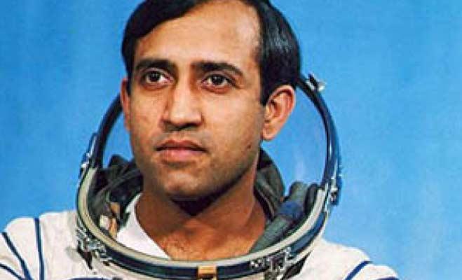 अंतरिक्ष में जाने वाले पहले भारतीय पर बनेगी फिल्म,आमिर निभाएंगे किरदार