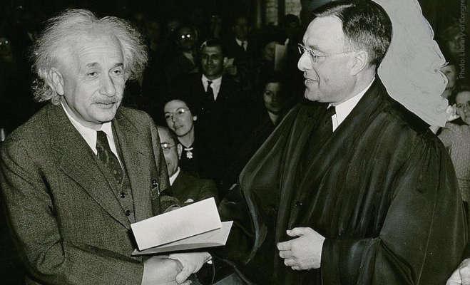 विज्ञान की दुनिया के सितारे अल्बर्ट आइंस्टीन का आज ही के दिन हुआ था जन्म