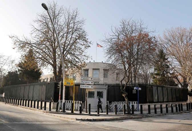 तुर्की की राजधानी अंकारा में अमेरिकी दूतावास पर जमकर फायरिंग