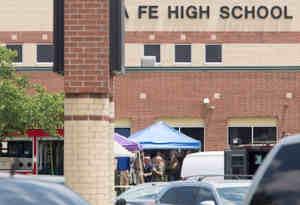 अमेरिकी स्कूल फिर हुई अंधाधुंध फायरिंग, 10 मरे और 10 घायल