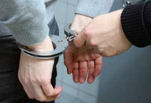 पेरिस में सरेआम महिला को थप्पड़ मारने वाले व्यक्ति को 6 महीने की सजा