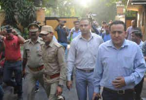 दिल्ली में हंगामा, लखनऊ में हड़कंप : होटल हयात में तमंचा लहराने का मामला