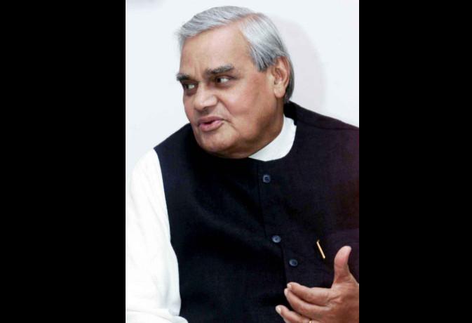 जब दिनेश शर्मा के चुनाव प्रचार में अटलजी ने कहा था इन्हें जिताकर मुझे पायजामा पहना दो