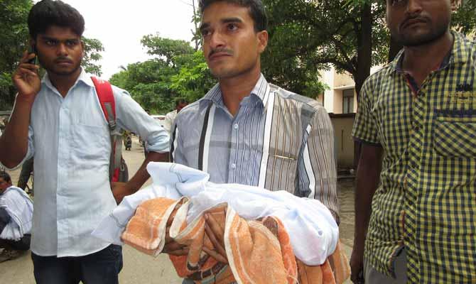 गोरखपुर के सरकारी अस्पताल में 48 घंटे के भीतर 40 मासूमों की मौत