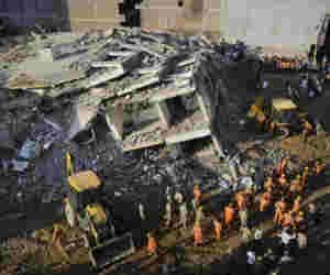 ग्रेटर नोएडा में दो अवैध रिहायशी इमारतें गिरने से तीन की मौत,  बड़ी संख्या में मलबे में दबे लोग