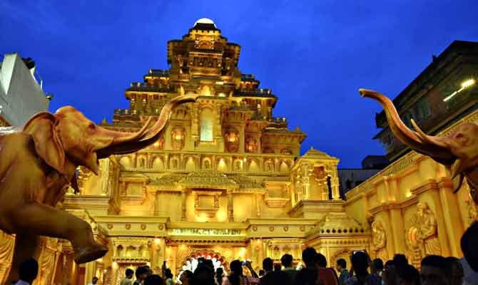 बाहुबली के माहिष्मती महल में विराजी हैं मां दुर्गा! सबसे महंगे इस पंडाल को देख लोग हुए दीवाने