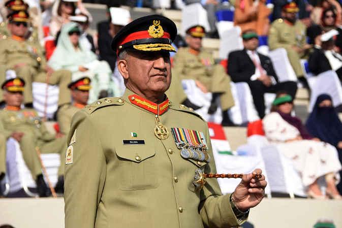 पाक पीएम इमरान का बयान भारत से हाथ मिलायेंगे, सेना प्रमुख ने दी धमकी सीमा पर खून बहायेंगे