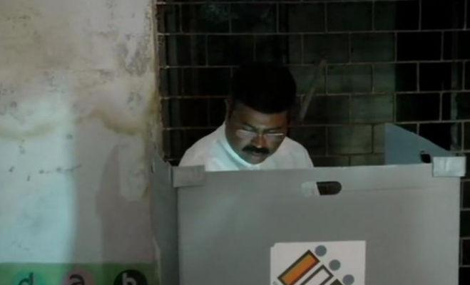lok sabha election 2019 phase 3 : मोदी,थरूर और अन्ना हजारे समेत कई दिग्गजों ने डाले वोट,देखें तस्वीरें