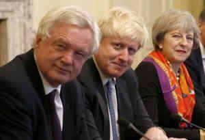 ब्रेक्जिट मामले पर 24 घंटे में ब्रिटेन के तीन मंत्रियों ने दिया इस्तीफा