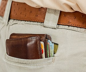 वास्तु टिप्स: सुख-समृद्धि के लिए अपनाएं ये 10 आसान उपाय, आपकी जेब नहीं रहेगी खाली