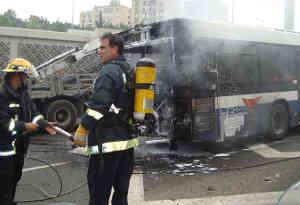 युगांडा : अनियंत्रित बस ट्रेक्टर और ट्रक से टकराई, 19 लोगों की मौत