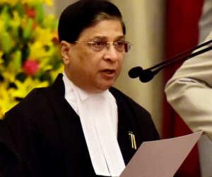 उपराष्ट्रपति से मिला विपक्ष, दिया CJI के खिलाफ महाभियोग चलाने का नोटिस
