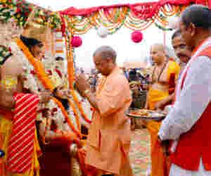 अयोध्या में दिखी अतिथि देवो भव की परंपरा, हेलीकॉप्टर से आए राम लक्ष्मण आैर सीता
