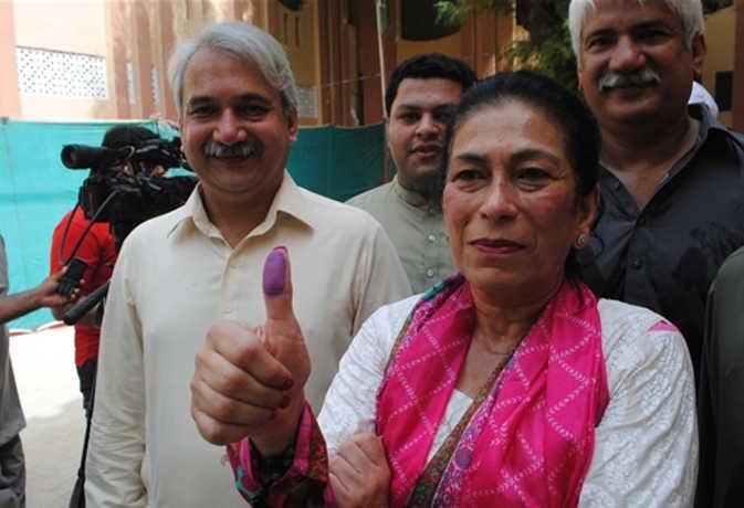 पाकिस्तान चुनाव : मतदान जारी, पाकिस्तान के ये चार सेलेब्रिटीज भी लड़ रहे चुनाव