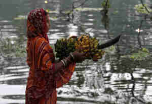 रांची में हरमू नदी का पानी जहरीला, कैसे देंगे अर्घ्य