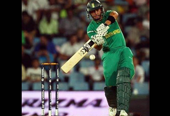 जब बल्लेबाज ने पकड़ा अपना कैच, अंपायर भी हो गए कंफ्यूज