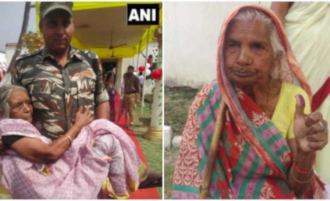 lok sabha election 2019 phase 2 : दूल्हा-दुल्हन से लेकर 105 साल की बुजुर्ग तक वोटिंग में रहे आगे,देखें तस्वीरें