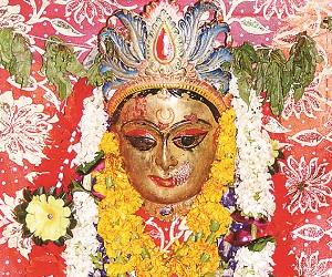 नवरात्रि 2018: असुरों के दमन के लिए अवतरित हुई थीं चंद्रघंटा देवी, यह है उनका बीज मंत्र