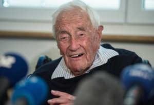 104 साल के वैज्ञानिक ने चुनी इच्छा मृत्यु,' ऑड टू जॉय' सुनते-सुनते कह गए अलविदा