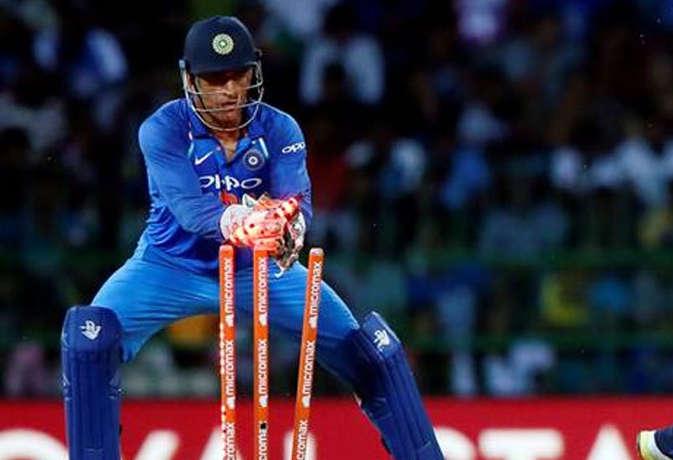 केपटाउन वनडे में धौनी ने किया 400वां शिकार, अब उनसे आगे रह गए सिर्फ ये तीन खिलाड़ी
