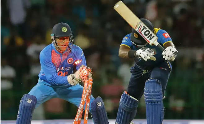 केपटाउन वनडे में धौनी ने किया 400वां शिकार,अब उनसे आगे रह गए सिर्फ ये तीन खिलाड़ी