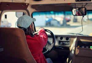 सऊदी अरब में मिली महिलाओं को गाड़ी चलाने की इजाजत, खत्म हुआ प्रतिबंध