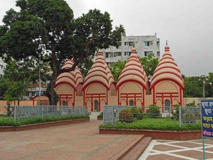 durga puja in bangladesh: ढाका में यहां होती है दुर्गा पूजा की धूम