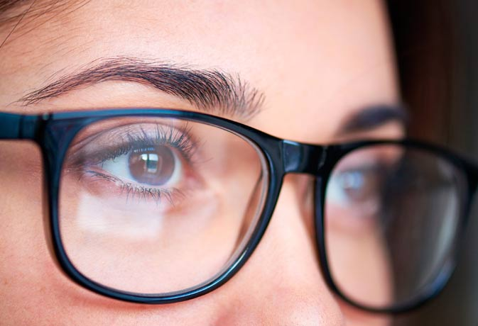 how to get contacts out without touching your eye