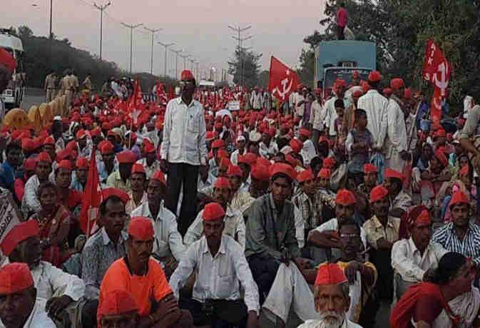 35000 किसान नंगे पैर पहुंचे मुंबई, जानें क्या होगा आज इस आंदोलन का सीन और इसके पीछे की स्टोरी
