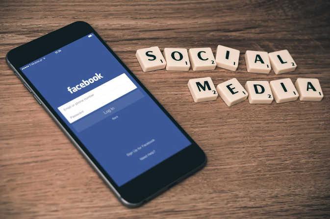 लंदन : फेसबुक का पासवर्ड न बताने के चलते एक व्यक्ति को 14 महीने की जेल