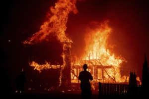 कैलिफोर्निया के जंगलों में आग से अब तक 71 की मौत, करीब 1000 लोगों के लापता होने का अनुमान