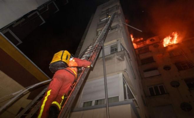 पेरिस : बिल्डिंग में आग से आठ लोगों की मौत,आगजनी के आरोप में एक महिला गिरफ्तार