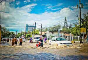 इंडोनेशिया में एक बार फिर बाढ़ और भूस्खलन का कहर, छह की मौत और सैकड़ों लोग बेघर