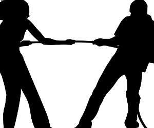 बरेली में डीएम आवास के सामने छेड़छाड़, युवती ने की शोहदे की धुनाई