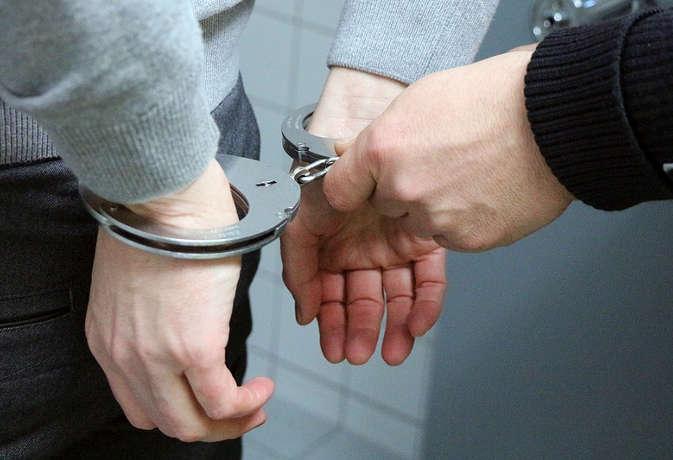 वाराणसी : पुलिस की गिरफ्त में आया सोना उड़ाने वाला आरोपी