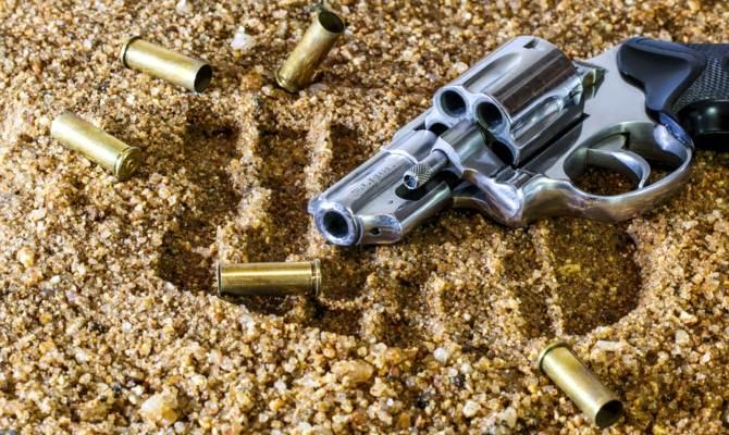 लखनऊ में दबंग भू-माफिया ने महिला को सरेआम मारी गोली, बेटी पर भी किया फायर