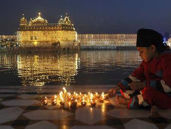 Guru Nanak Jayanti 2019: सच्चे गुरु 'नानक' जी की ये 10 बातें बदल सकती हैं आपकी जिंदगी